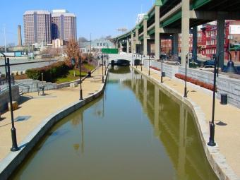 Canal-Walk0_ab46154a-5056-a36a-098418721649e965